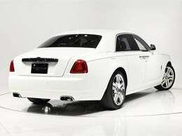 Rolls-Royceならではの「魔法の絨毯」のような乗り心地をお楽しみください。