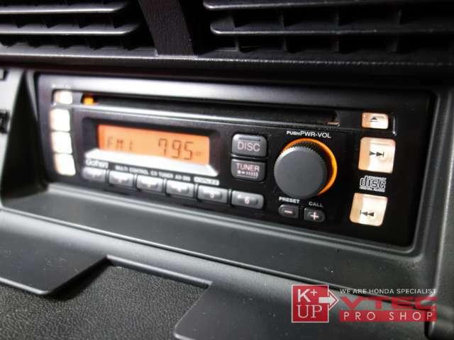 純正CDオーディオが装着済みです。ラジオは聴けますがCDが不調です。年数も経過しているため、オリジナルにこだわらなければ最新メモリーオーディオ等への換装もお勧めです。