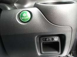 より燃費よく走ることができるように各操作を制御するECONのスイッチがあります。パワステの重さを変えることもできます。
