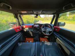 広く、ストレスの無い車内です♪汚れもなく、綺麗です!!天井も黒で統一され、かっこいい印象です!
