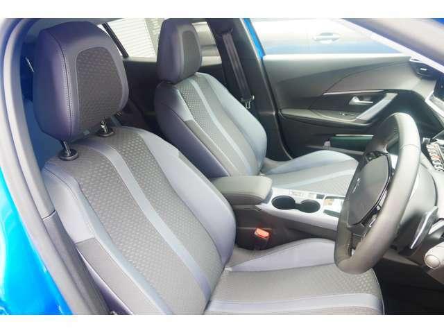 運転席(シート):大きなシミ・汚れ・ほつれは発見できませんでした。