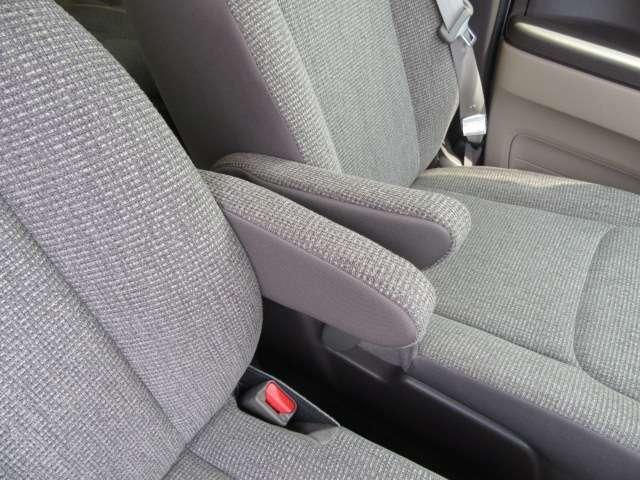 ロングドライブ時の疲労軽減!便利なアームレストも装備されております♪