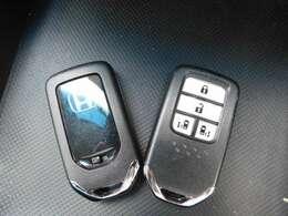 スマートキーの画像です。カバンやポケットから取り出さなくても、エンジンや鍵の開け閉め可能です。
