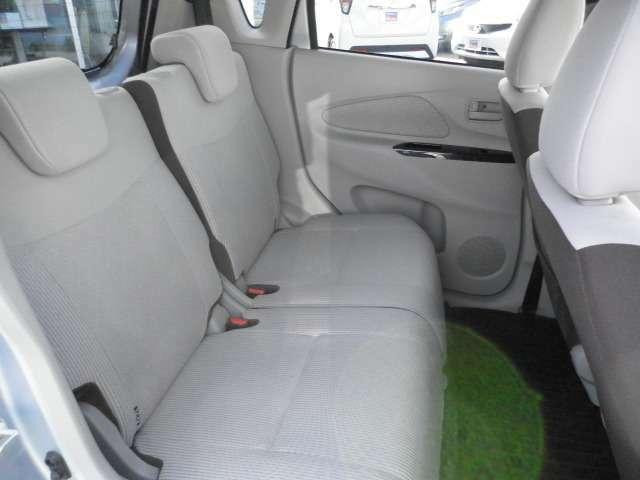 後席は座っても広さを感じられます。