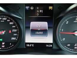 レーダーセーフティーパッケージも装備されております。アクティブブレーキアシスト(歩行者検知機能付)、リアCPA(被害軽減ブレーキ付後方衝突警告システム)、他セーフティー機能も充実しており、安全なお車です!