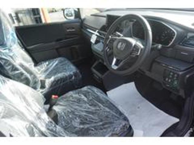 運転席は開放感のある視界で、アイポイントも高いので、女性の方でも運転がすごくしやすいですよ♪