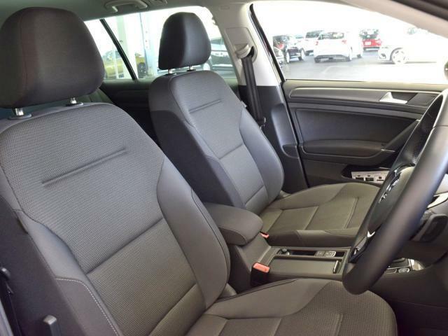 程よい硬さのシートは長距離ドライブでも疲れにくい設計です。