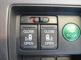 ミニバンの必須アイテム、両側電動スライドドア!
