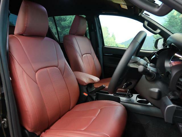 【運転席】運転席は視点が高いので、大型のお車ですが女性の方も運転がしやすいと思いますよ!