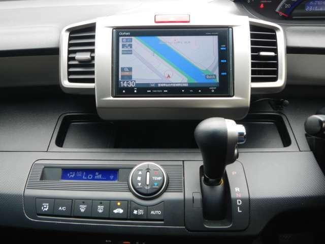 エアコンは車内快適なオートエアコンを装備です。