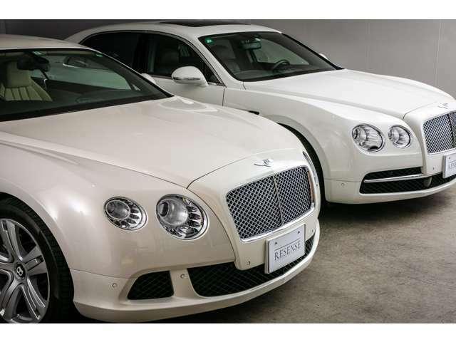当車両は非常に純正オプション200万円相当で非常に珍しいパールホワイトのお色味でございます。通常のホワイトのお色味のお車と違いがわかるように撮影を行いました。