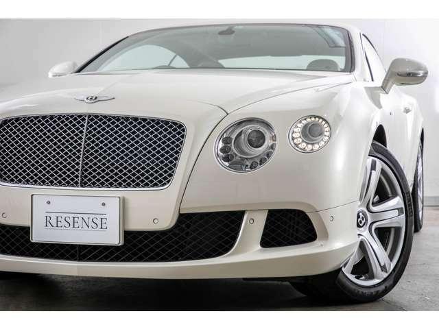 新車車両価格約2700万円と非常に高額でプレミアム2ドアクーペとして位置づけされております。英国紳士御用達の逸品でございます。