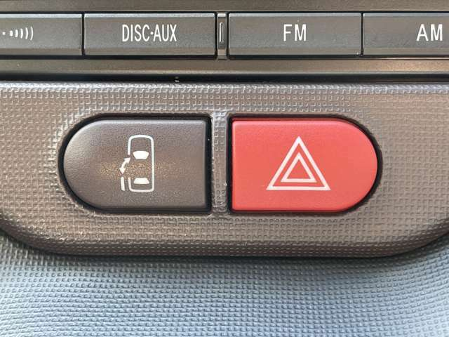 ◆電動スライドドア◆ワンタッチで自動でオープン&クローズ♪親御さんに大人気の装備です!運転席からの操作もできますので送迎にも便利ですね♪