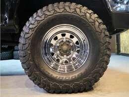 ホイールも新品です☆タイヤももちろん新品にてBFGoodrich KM3 33-10.5-15♪