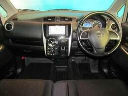 窓ガラスが大きく車両感覚も掴みやすいですので安心してお乗りいただけます♪  ゆったりリラックス♪広い運転席で快適なドライブを!