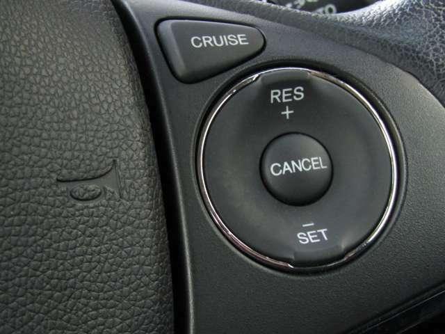クルーズコントロールがついています!希望する速度をドライバーが設定し、その速度を維持できるように車の方で自動的にアクセル操作を行う機能なので、高速道路走行に便利です♪