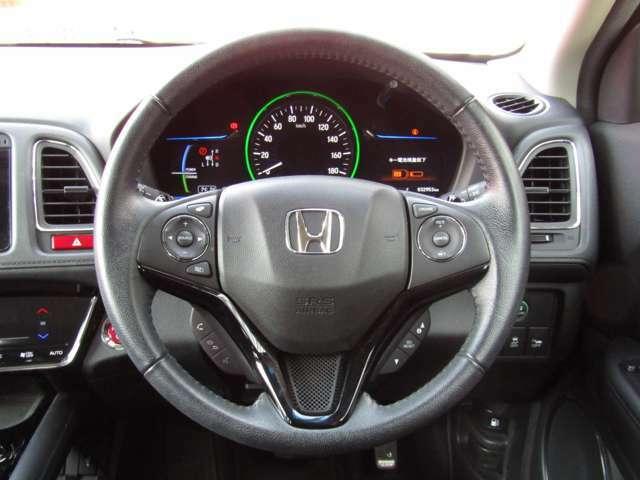 ステアリングスイッチがついているので、手元でオーディオ操作や電話操作ができます!安全に運転できて、便利です♪