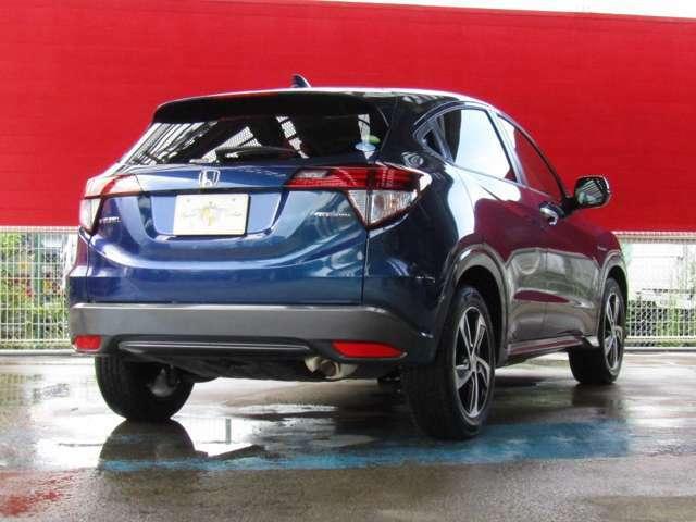 SUVの力強さ、クーペのあでやかさ、ミニバンの使いやすさ、高い燃費性能を兼ね備えたコンパクトクロスオーバーSUVのヴェゼルです!