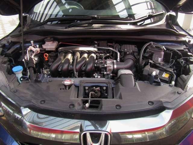 エンジンは直噴の1.5Lにモーターを組み合わせたハイブリッドとなっています。JC08モード燃費27.0km/Lとなっています。