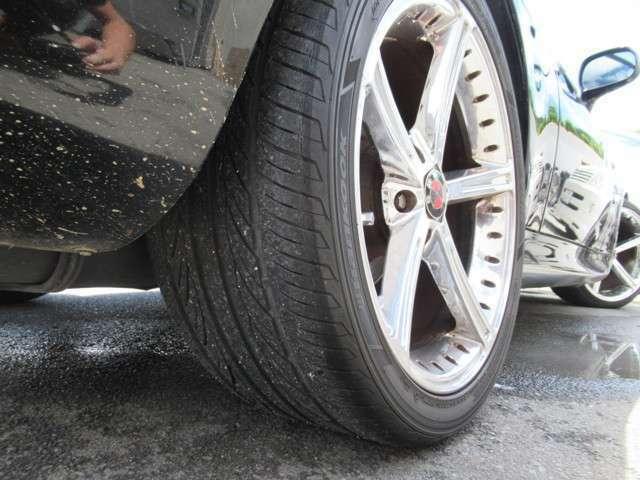 ☆タイヤの目もしっかり有りますよ!車の基本性能の止まる部分に大事な役割をしますからね!!