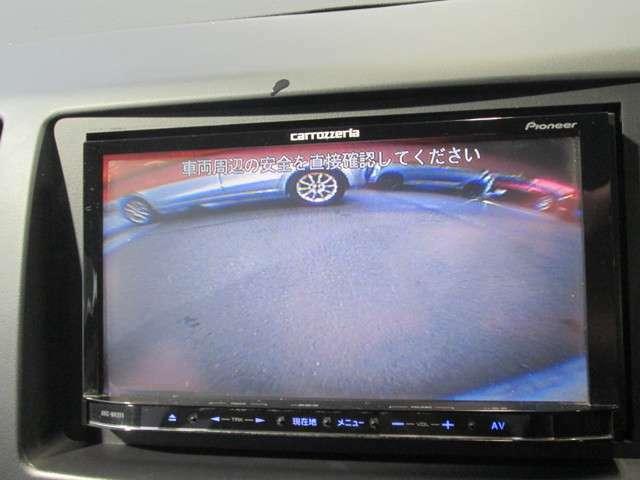バックカメラはリヤナンバープレート上部に取り付けられています。