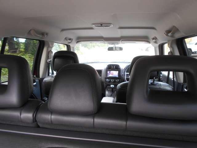 5人乗りの車内