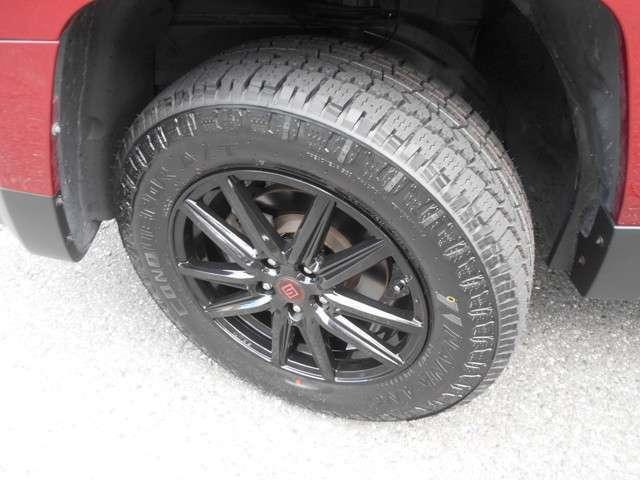 タイヤは新品オールテレーンタイプ!ホイルは社外17インチアルミです!