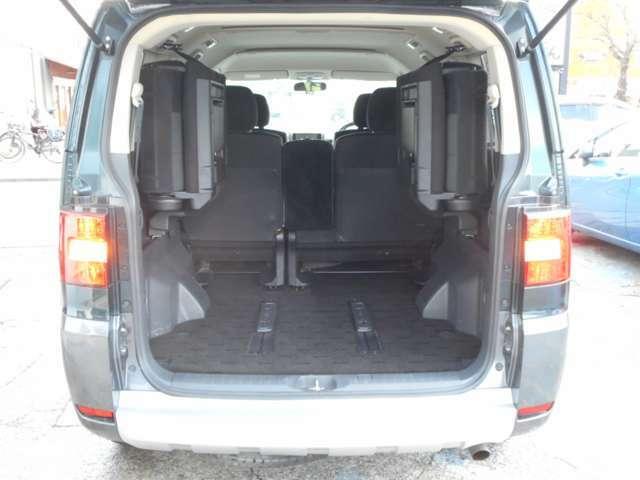 サードシートを収納すれば広くて便利なスペースになります!