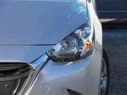 ヘッドライトのレンズ部分は黄ばみが無く、クリアな状態です。大きなキズも無い程度の良いヘッドライトです。
