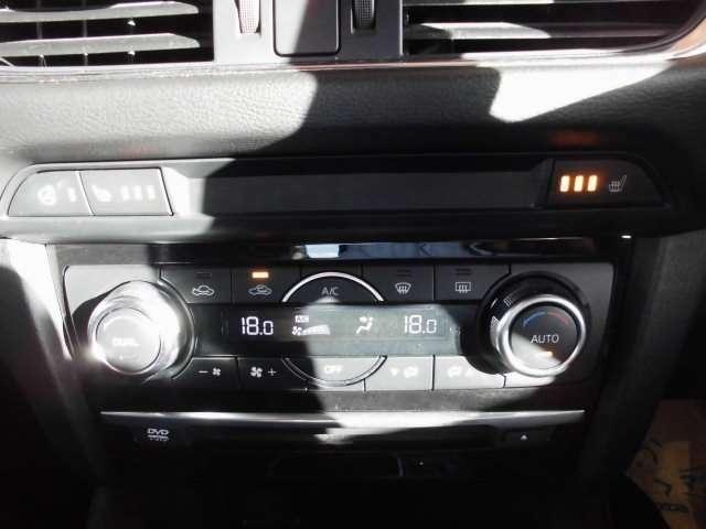 運転席と助手席で別々の温度設定のできるデュアルエアコン シートヒーター ステアリングヒーター