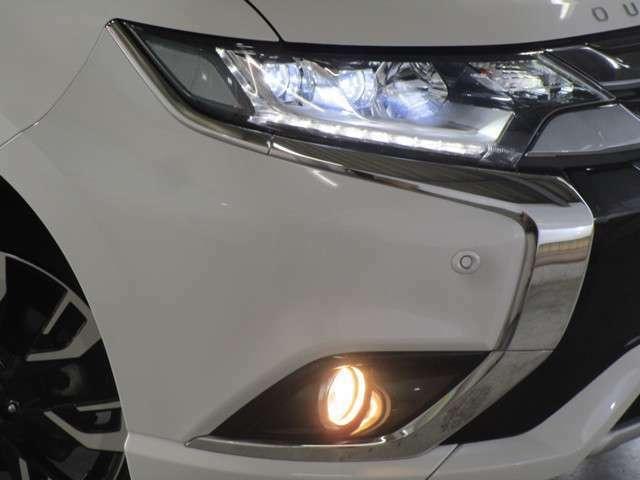 ヘッドライトはLEDヘッドライト、フォグランプはハロゲンです。