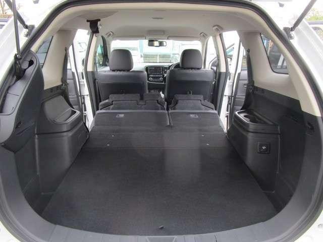 車中泊できそうなくらいフラットな空間も作れます。