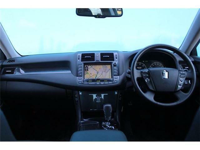 窓が大きく見晴らしが良いので運転がしやすいです。フロントウィンドウに飛び石は御座いません。