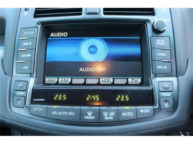 TV画面は鮮明なフルセグで、BluetoothにてスマホやiPhoneから音楽再生が可能です。