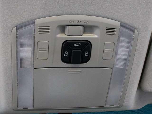 両側オートスライドドア&パワーバックドア装備!スライドドア・リアゲートの開閉を車内スイッチ、キーレススイッチ、ドアノブで操作可能です!