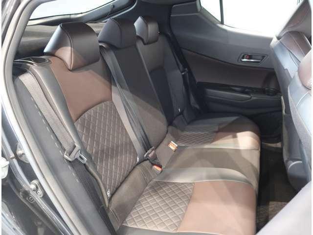 ゆとりのスペースで乗り心地のいい快適リアシートです。