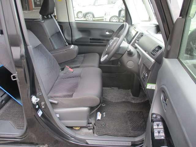運転席・助手席の状態も良好です。