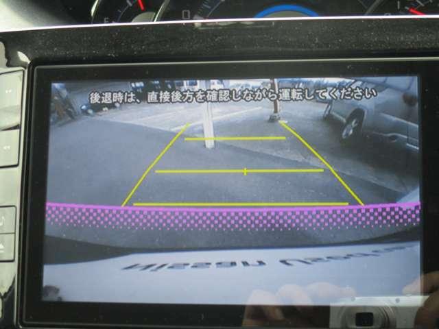 ★バックモニター★シフトレバーをRに入れると画面が切り替わります。見えにくいバック運転をサポートします♪