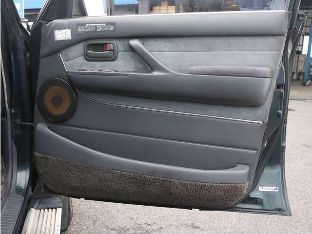運転席内張りもキレイに保たれております☆
