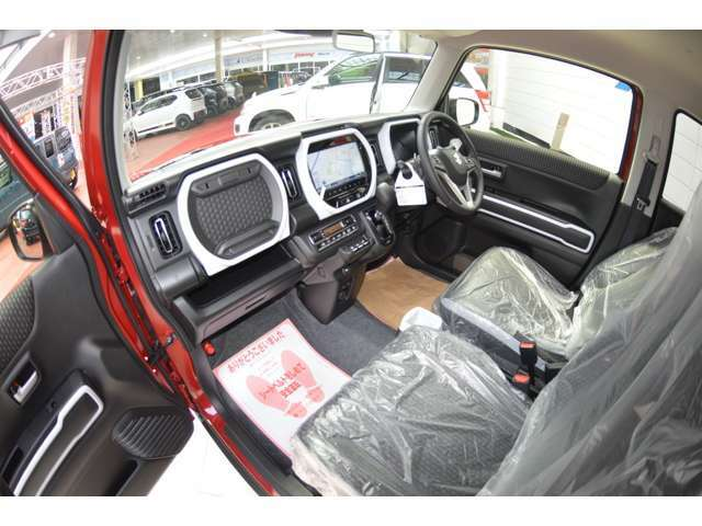 冬の朝などにうれしい、シートバックと座面を温めるシートヒーターをフロント左右に装備しております