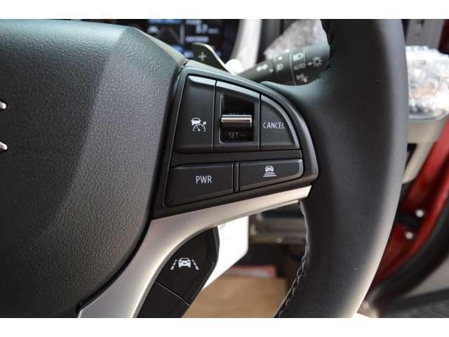 アダクティブクルーズコントロール搭載で、車間距離を保ちながら、自動的に定速走行・加速走行・減速走行、さらに停止まで自動追従サポートします