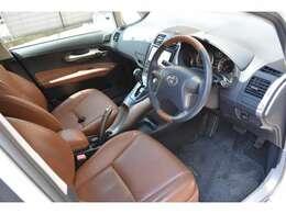 運転席パワーシート&シートヒーター機能付き。