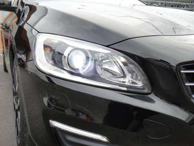 キセノンヘッドライトは夜道でもしっかりと視界を確保してくれます。