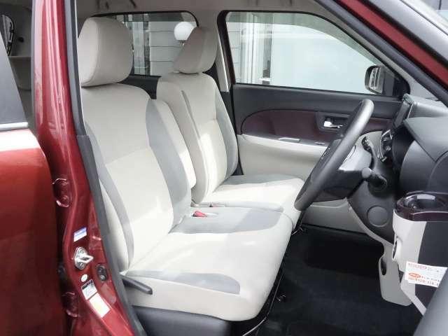 運転席・助手席 運転席には身長に関係なくポジションを取ることが出来るシートリフター装備