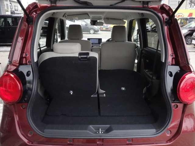 後席シートを片側利用時 長さのある荷物を積み込むことが可能です。
