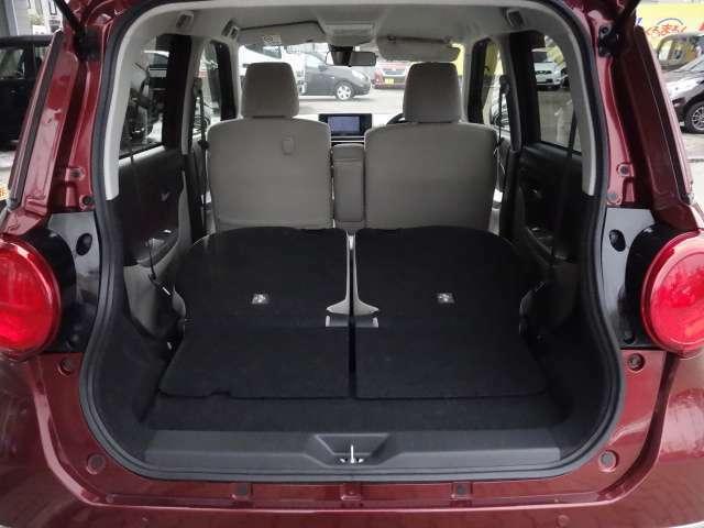 後席シートを両側倒した状態 大きさのある荷物をしっかりと積み込むことが出来ます。