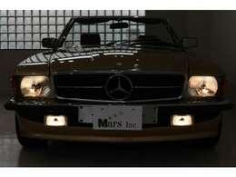 シャンパンゴールド/ブラウンレザー、4AT、左ハンドル、新車並行車(麻布自動車販売車両)、2オーナー、実走行、ブラウントップ、品川2桁ナンバー継承可能