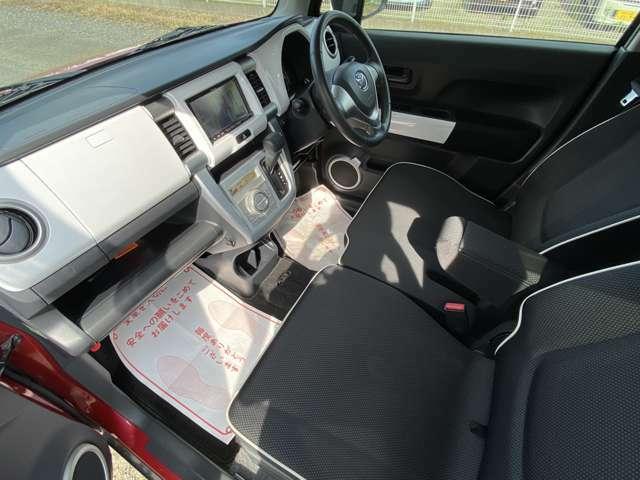 XTナビフルセグTVバックカメラETC キセノンヘッドライト シートヒーター レーダーブレーキ 15インチアルミ 革巻きステアリング ベンチシート UVカットガラス プライバシーガラス フォグランプ