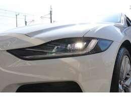 LEDヘッドライト採用で更に明るく。運転も楽しくなりますね。
