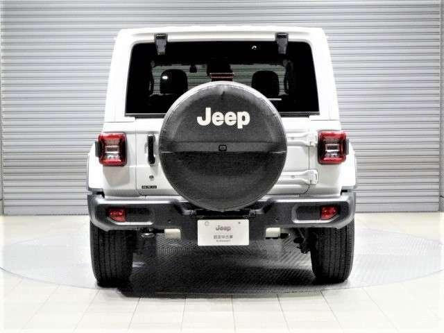 背面タイヤをうまくデザインに取り入れたラングラー。